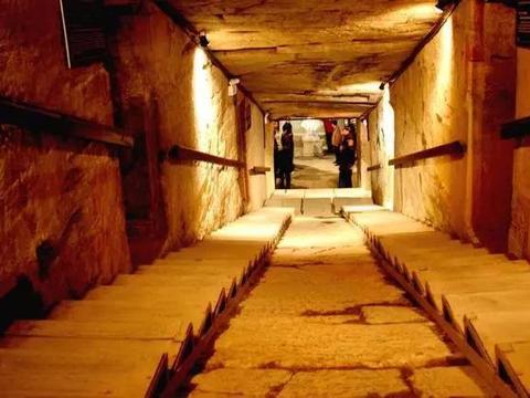 墓中陪葬品比皇帝多,200吨黄金,专家:发掘时有三大未解之谜