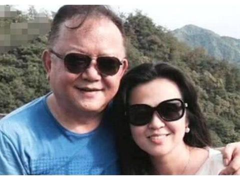 王刚70岁终于安享生活,比儿子大了60岁,妻子每月开销上百万