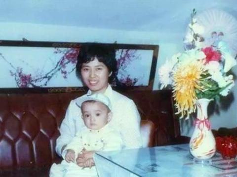 母亲患癌后,胡歌小心翼翼,还因此与薛佳凝分手,背后辛酸无人知