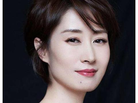 她是41岁大器晚成女演员,当红时做7年家庭主妇,一直是单亲妈妈