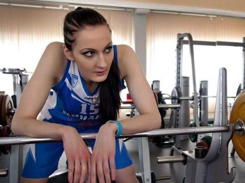 运动员退役成模特,对另一半要求让人为难,1.32米的腿破记录