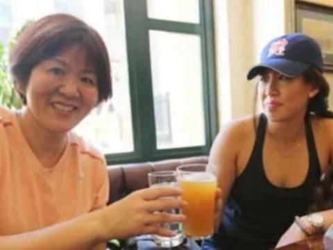 郎平女儿28岁,名牌大学的成功学生,她曾被网友攻击国籍问题
