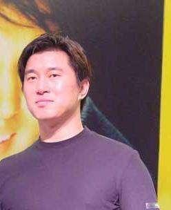 2009年,李俐被揭发后当庭哭诉,为何又甘替丈夫满文军扛下所有