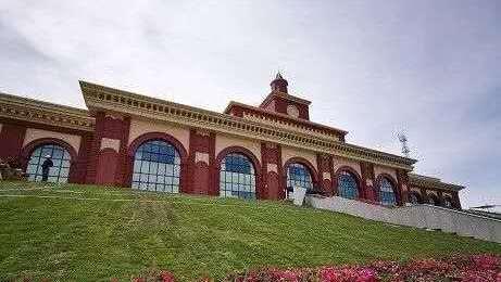 新疆最后一座开通的地州首府城市火车站——塔城站
