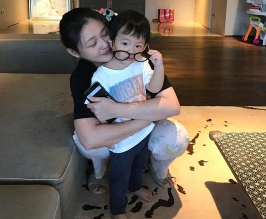 汪小菲罕见晒儿子近照,4岁汪希箖可爱至极