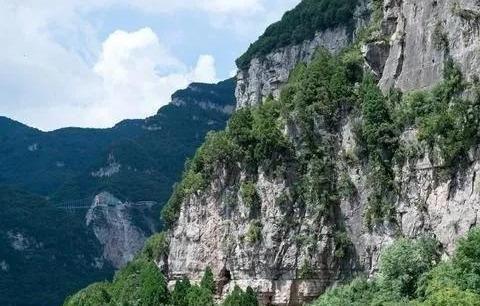 """被忽略的""""悬空寺"""",建在悬崖绝壁之上,丝毫不输恒山悬空寺"""