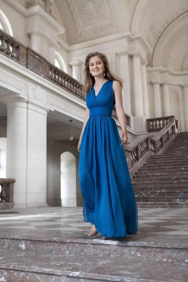 18岁比利时王储初长成,要进军事学院!带货能力堪比凯特王妃