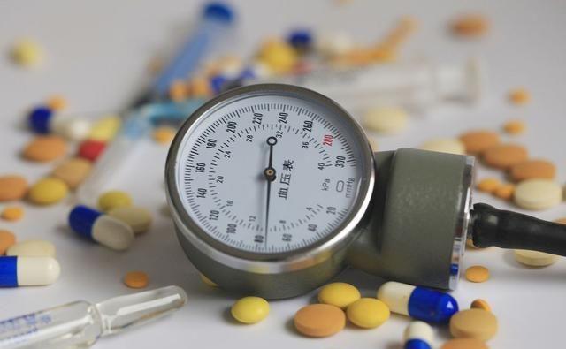 高血压患者,四种习惯劝你及时戒掉,血压或可稳定,预防并发症