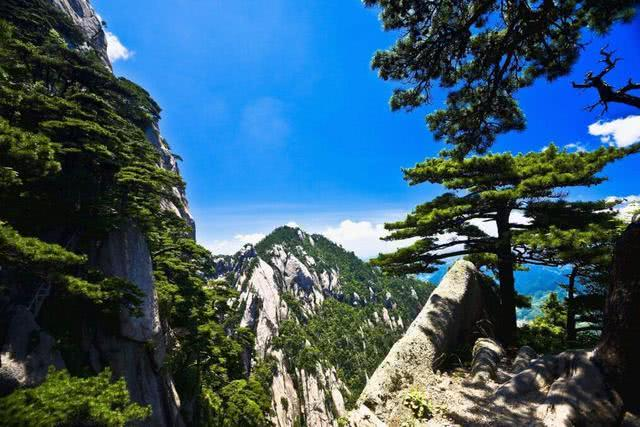中国最霸气的一座山,一年门票收入超5亿,就连城市都为它改名