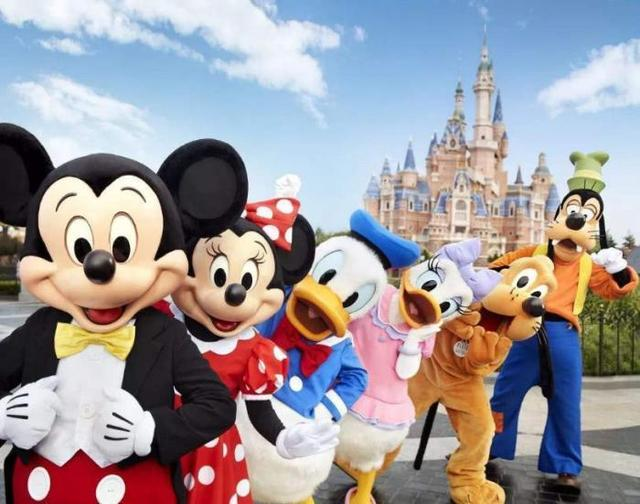 同样的迪士尼,为啥上海和香港呈现出了冰火两重天的景象