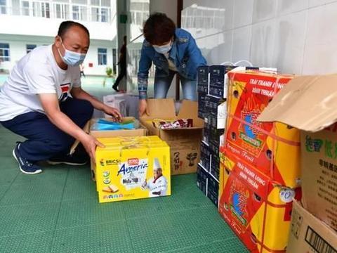 点赞!这位安徽巢湖籍爱心人士浓浓家乡情为儿童捐助爱心物品