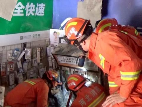 门市坍塌 邯郸消防徒手救援 被困者下跪感谢