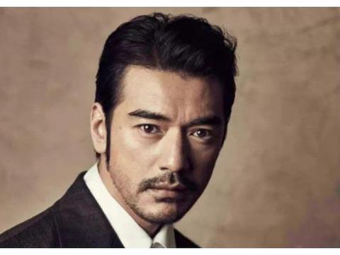 男星留胡子堪比整容,王宝强帅到巅峰,陈坤就像换了一张脸