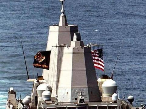 """美军""""两栖坞登""""突然窜航东海,距领海70海里,高调升起星条旗"""