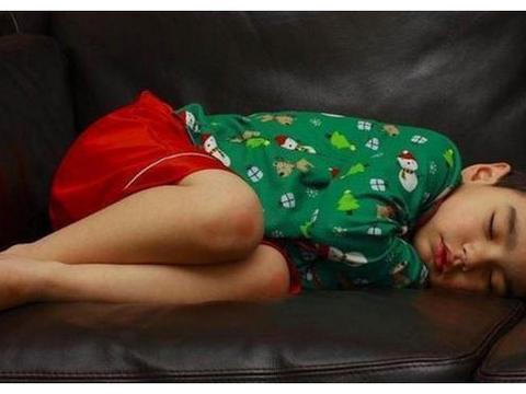 """美国心理学家研究发现:孩子的这3种睡姿,暗示了未来的""""性格"""""""