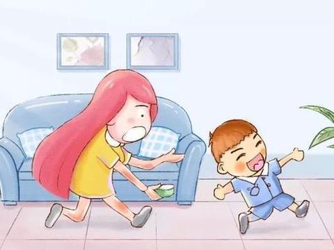 宝宝独立吃饭的黄金期,错过的家长就得跟在屁股后面喂