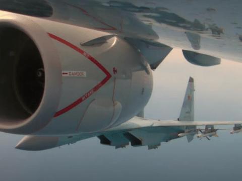 """俄罗斯再现""""手术刀"""",两侧夹击美国反潜机,硬核羞辱美军飞行员"""
