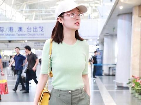 29岁李沁真材实料!普通人不敢穿的军绿色短裤