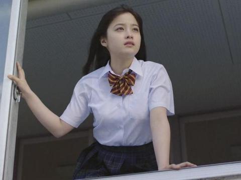 """为啥普通学校女生校服普遍是裤子,而贵族学校却是""""裙子""""?"""
