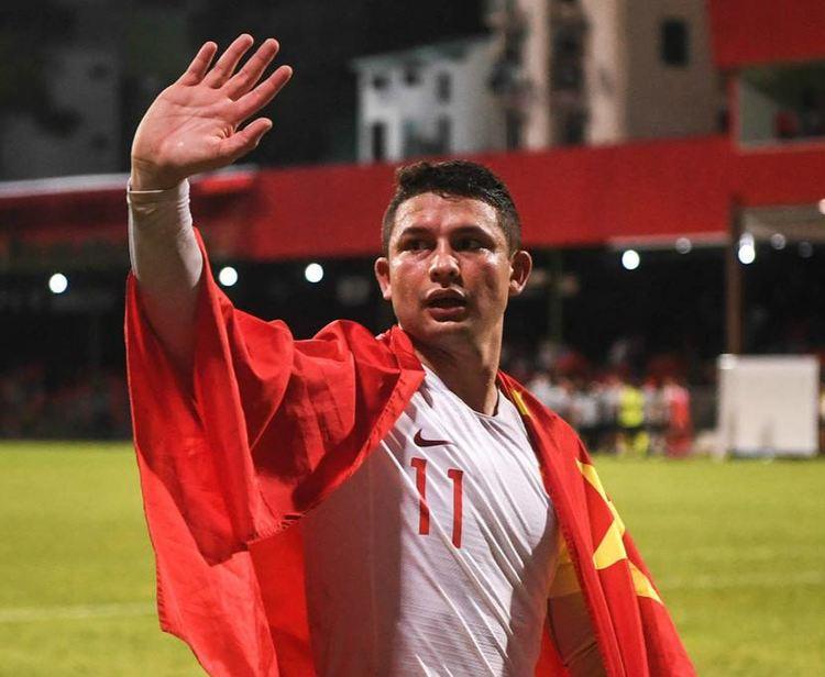 中巴友谊深,国足球王送1.8亿巴西巨星战袍,网友:世界杯真稳了