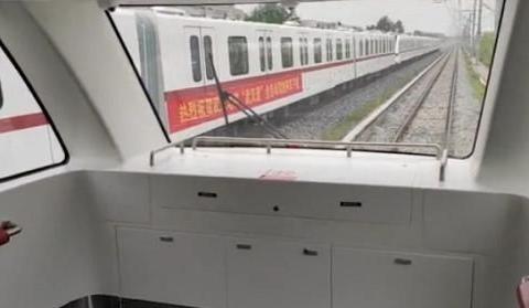 武汉首个全自动无人驾驶地铁列车来了!乘客在车头可看隧道全景