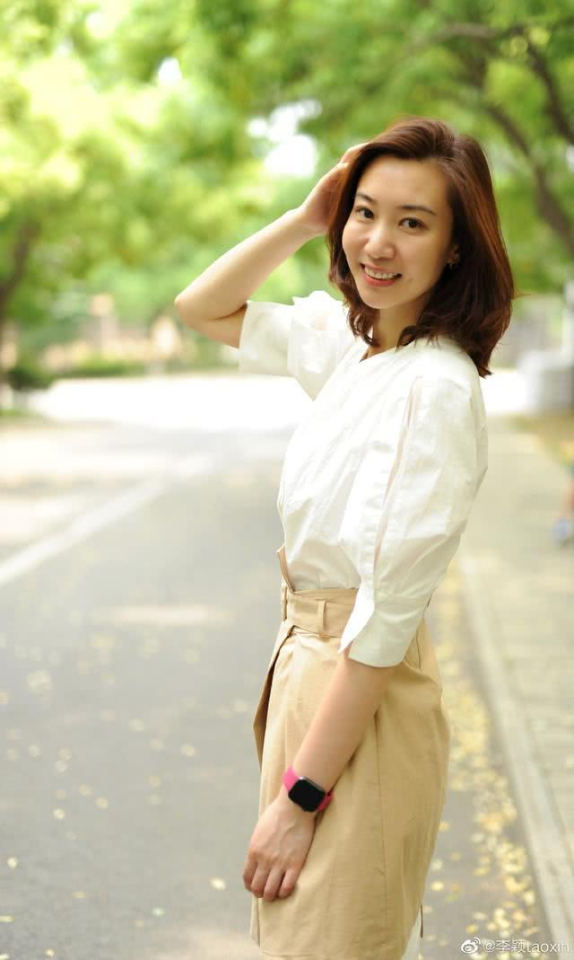 """知性优雅!她被誉为中国女排""""冻龄女神"""",年满41岁仍明艳动人"""