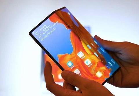 脑洞清奇,中兴可折叠手机专利曝光:翻盖式柔性屏+双摄设计