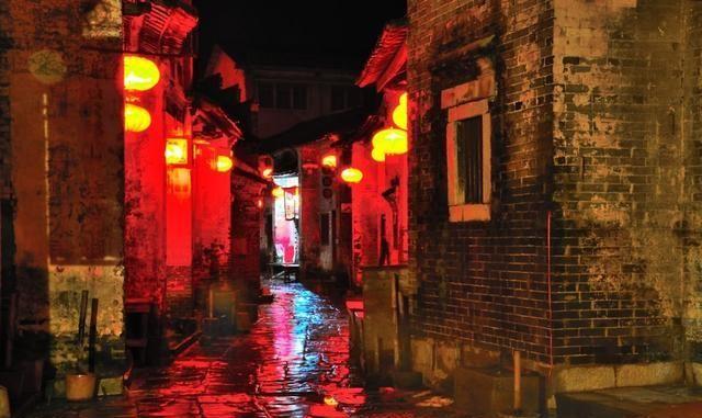 夜游广西黄姚古镇,集市热闹繁荣,门票虽贵但很值得!