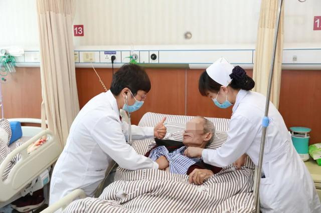 古稀老人摔跤后发现大量胸腔积液,胸腔镜下微创手术成功获救