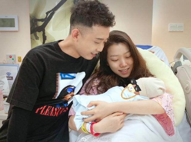好消息!32岁GAI宣布当爸,工作人员爆料男宝宝:能吃能睡!