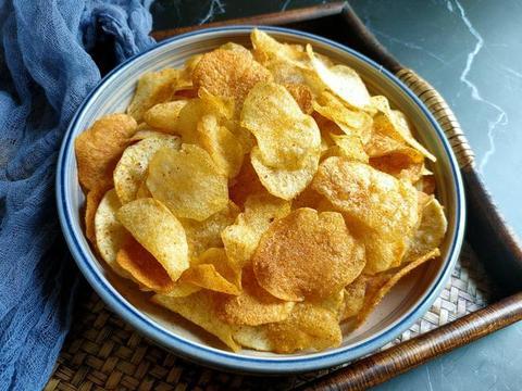 做炸薯片,最忌直接把土豆片下锅炸,教你正确做法,香酥脆