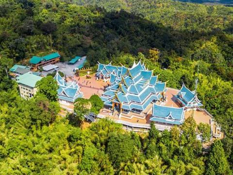 泰国一座宝蓝色的寺庙,位于千米悬崖之上,气质独特深受喜爱