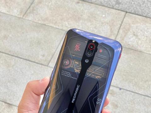 手机风向标:红魔5G氘锋透明版有点帅,它的设计未来会火吗?