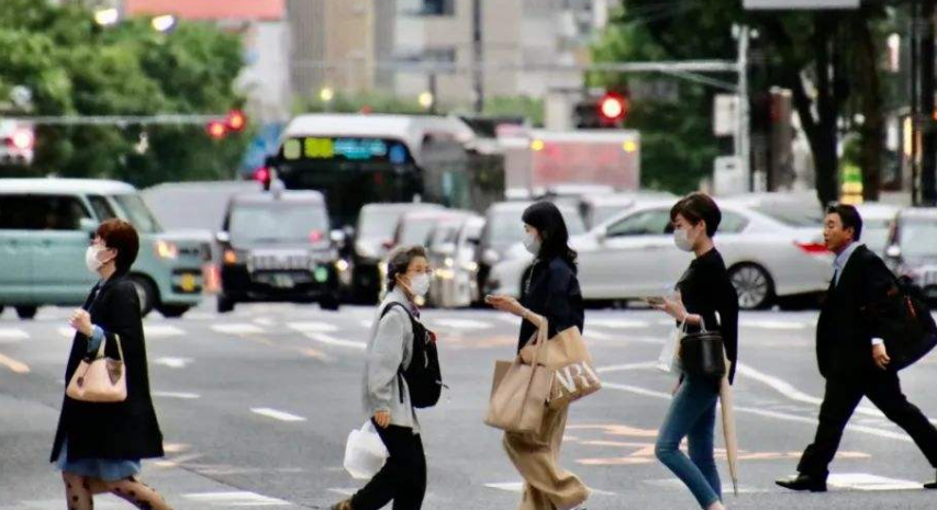 一场新的危机正席卷日本,这次不是新冠疫情,安倍也束手无策