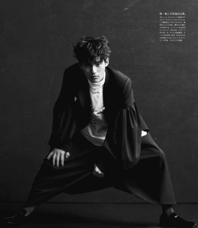 冈田健史《VOGUE》时尚大片,演绎各式礼服,是理想中的男友啊