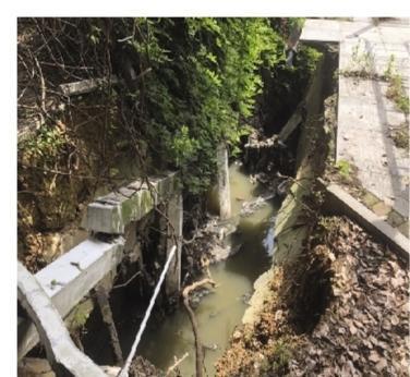 岳阳一小区内排污管道塌方4个月了没修好,居民急了