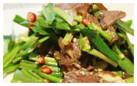 美食推荐:麻辣五香豆干、香锅老豆腐、野葱炒牛肉、凉拌手撕鸡丝