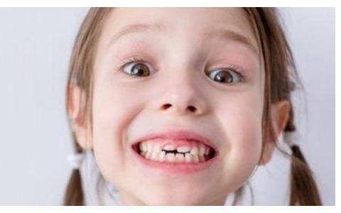 宝宝睡觉时咬牙,是有很多原因的,怎样预防成了家长的话题