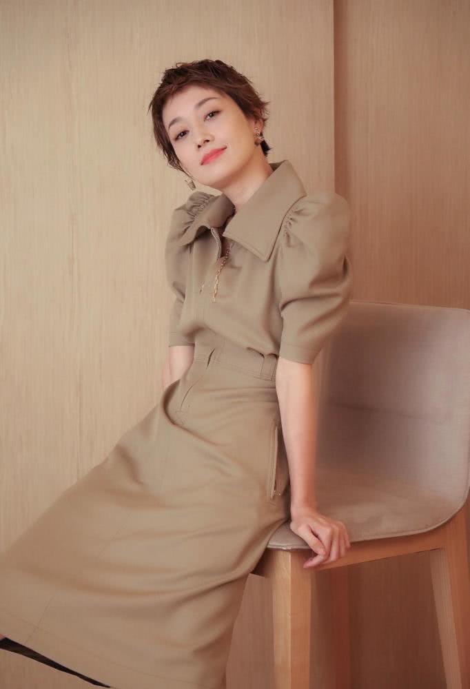 马伊琍被曝新恋情,祝福这位会穿搭的短发女神,时尚满满魅力依旧