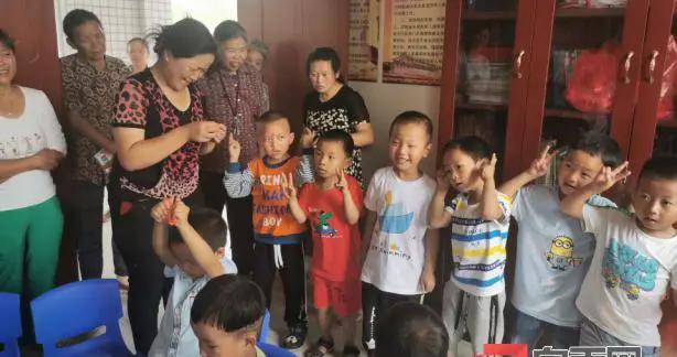 """富顺县板桥镇石龙村儿童之家开展""""庆六一、乐童年""""活动"""