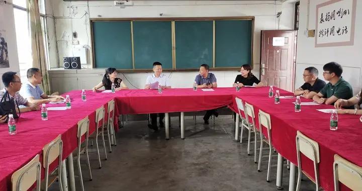刘家臻带队到琵琶镇杜快九年制学校开展六一慰问活动