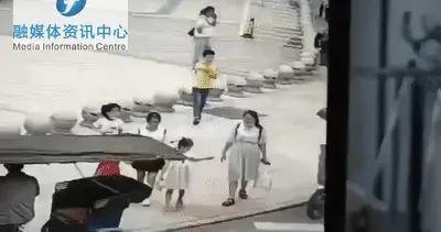 福州一流浪汉当街抢钱、持剪刀扎伤路人,目前已被警方控制