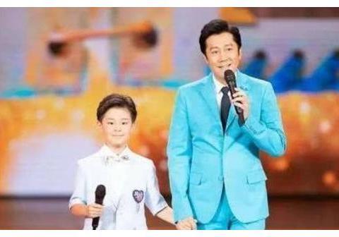 """蔡国庆""""圈养""""儿子,邓超""""散养""""儿子,同是9岁,两人差别很大"""