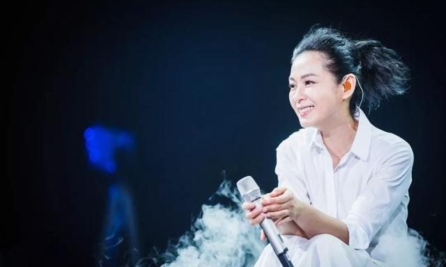 唱《后来》的刘若英51岁了,结婚10年分房而睡的她,过得很好