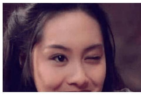 """朱茵的眨眼、邱淑贞的咬牌虽经典,但都比不过蔡少芬的""""低头杀"""""""
