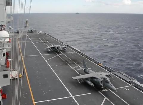 普京也要羡慕了,隐身战机已初次降落航母,军方:这一天终于来了
