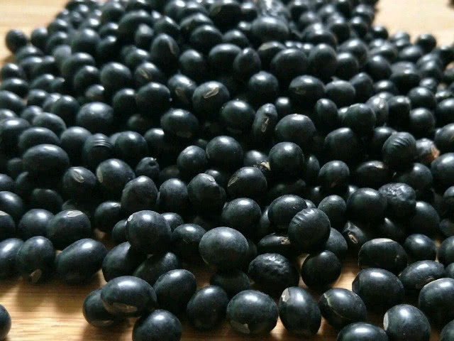 """黑豆跟它""""泡""""在一起,男人每天吃两口,护肝强肾,早食早受益!"""