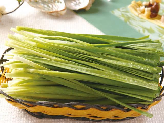 韭菜和它一起炒,女人常吃少掉发,除斑淡纹,或能预防乳腺癌疾病
