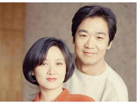 张国立邓婕二婚,被要求30年不要孩子,如今63岁有了女儿