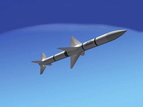 """美军AIM-120系列外形没啥变,性能却大幅度提高,价格""""美丽""""了"""